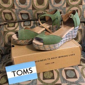 Toms Green Suede Platform Sandals Wedge 8.5 70's